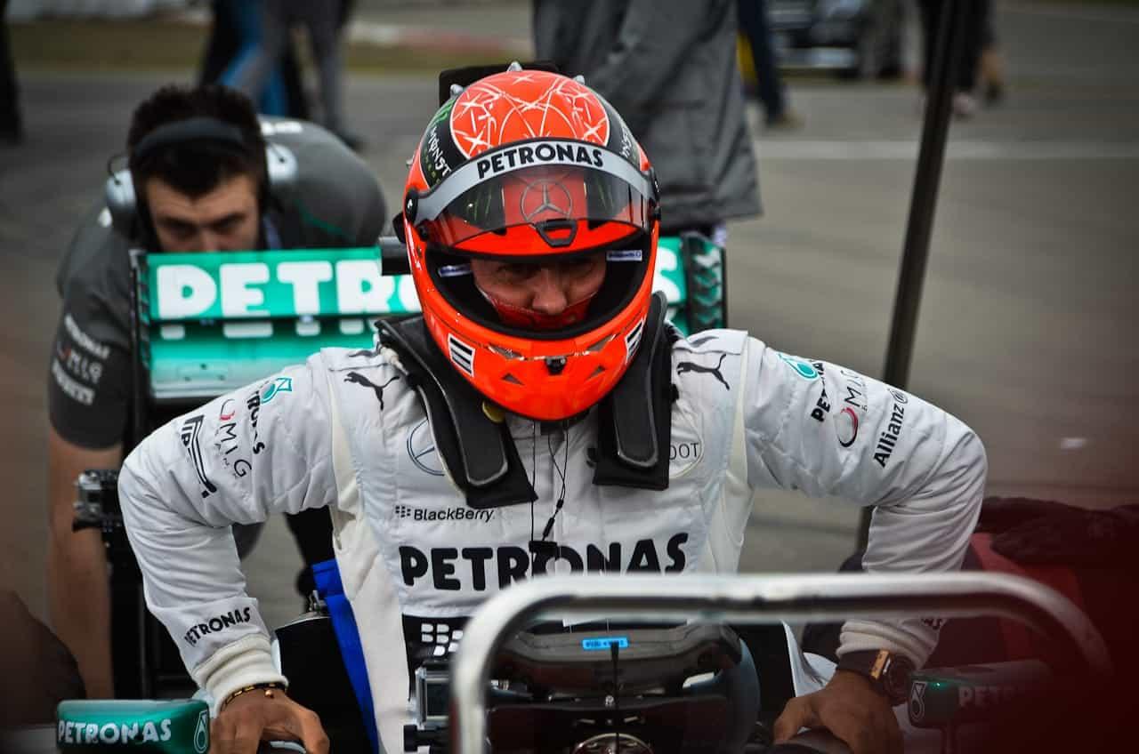 Voilà un retour qui aurait mis tout le paddock de la Formule 1 en émoi ! Le septuple champion du monde de Formule 1, Michael Schumacher, a été approché par Lotus, pour remplacer le pilote Finlandais, Kimi Räikkönen, qui ne disputera pas les deux dernières courses de la saison (aux Etats-Unis puis au Brésil). Le […]