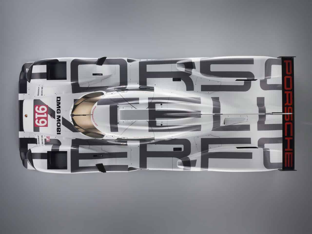 Originale la nouvelle Porsche 919 Hybrid. La marque allemande, qui fait cette année son retour au sommet de l'endurance et ambitionne de remporter les 24 Heures du Mans, vient de dévoiler la décoration de sa voiture. Du blanc, du gris, du noir. La nouvelle Porsche de la catégorie LMP1 joue dans la sobriété. Au premier […]