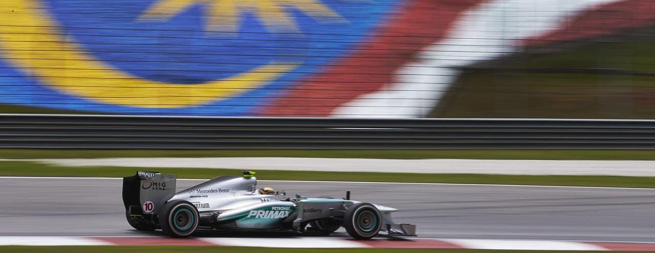 """Avec son moteur """"conservé"""" lors du Grand Prix d'Australie, où il avait du abandonner très tôt dans la course, Lewis Hamilton a prouvé qu'il avait pour objectif de remporter cette manche Malaisienne. Dès la première séance d'essais, c'est lui qui a roulé le plus vite, dominant Kimi Raikkonen sur sa Ferrari. Le Finlandais a confié […]"""