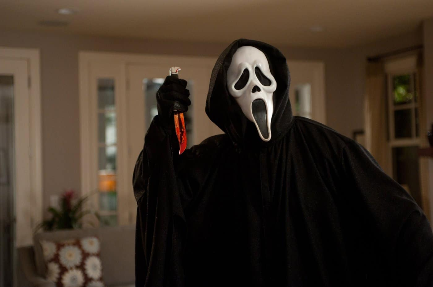 Dix huit ans après la sortie du film d'horreur Scream au cinéma, on apprend que la franchise va vivre une seconde jeunesse. En effet, MTV concocte une série dérivée du célèbre slasher, et vient même de lâcher quelques informations sur le synopsis officiel et les personnages principaux. Lycée, ados et série de meurtres… bienvenue à […]