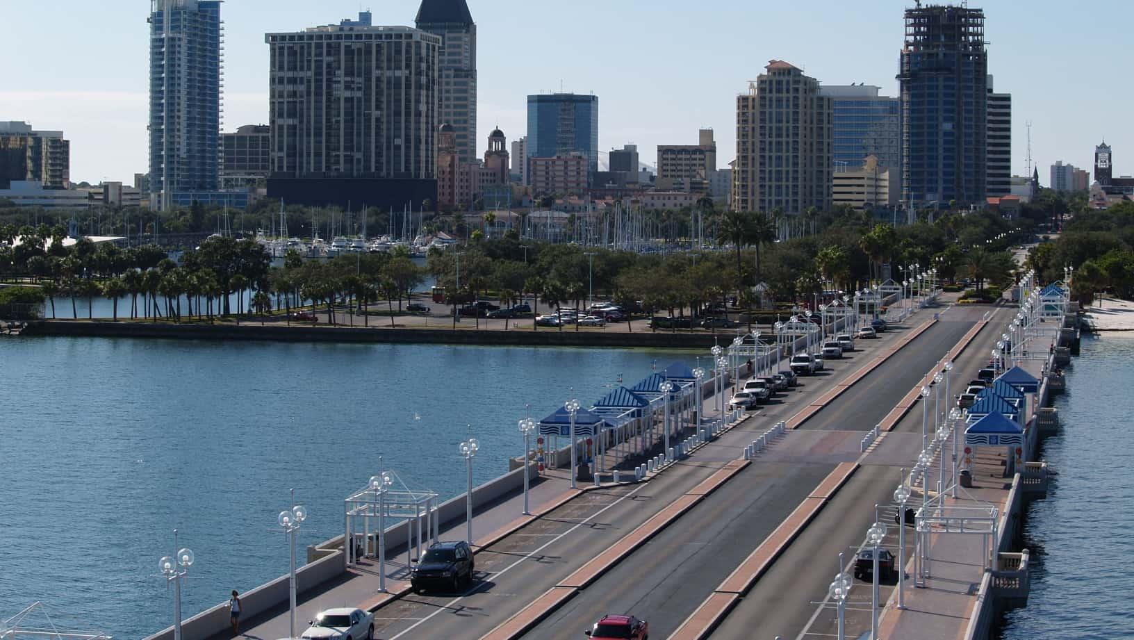 C'est à St. Petersburg, en Floride, que les faits se sont produits. D'après les informations rapportées par Metro News, ils se seraient déroulés dans la nuit du 31 mars au 1er avril, aux alentours de 4h30. Cette nuit-là, Ronald B, 61 ans, était sorti fumer une cigarette sur le parking. C'est alors qu'il a découvert […]