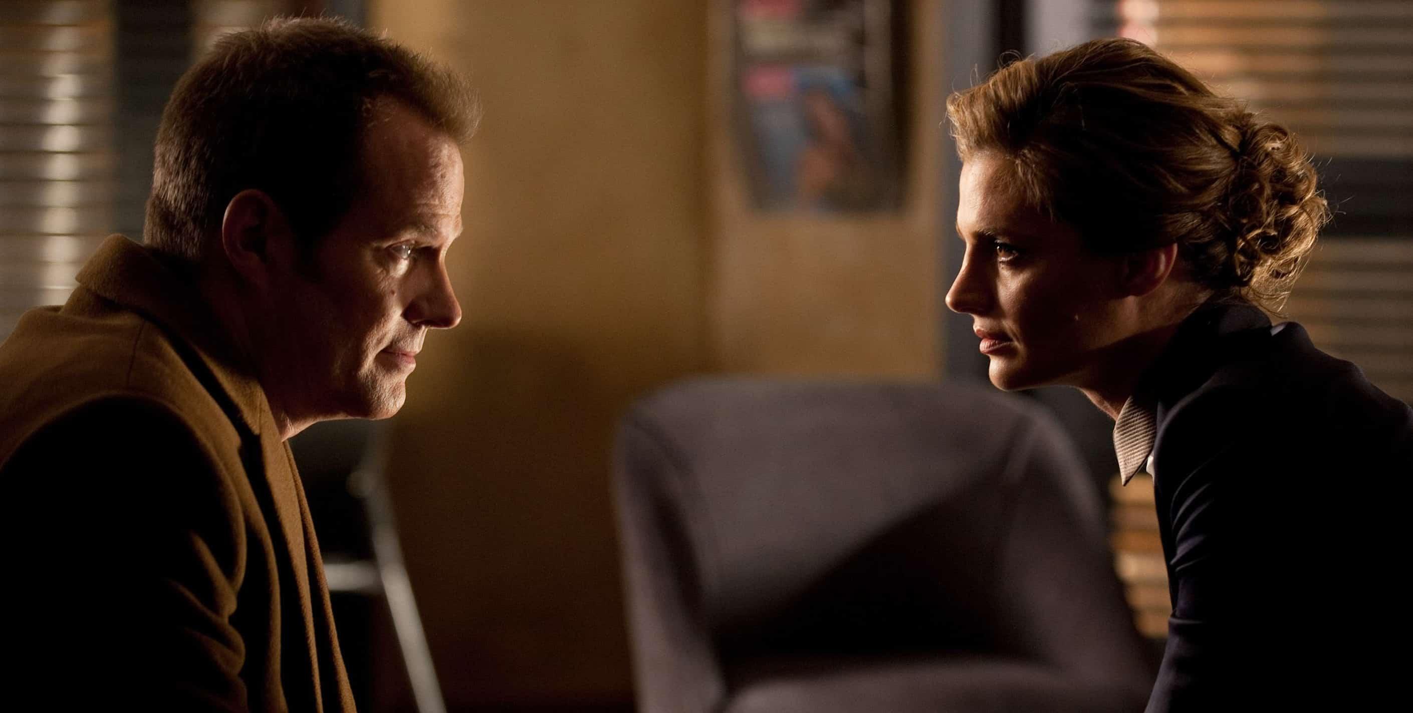 Jack Coleman et Stana Katic dans la série Castle