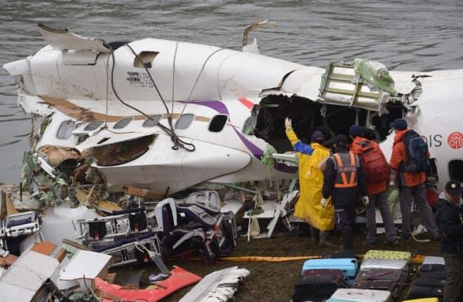 Les secouristes ont fait place aux inspecteurs après le crash d'un avion à Taïwan