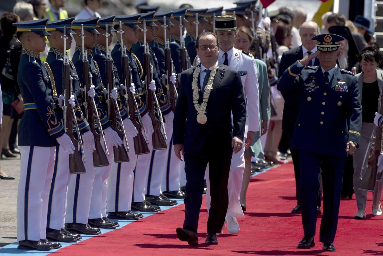 Le président François Hollande à son arrivée le 26 février 2015 à Manille