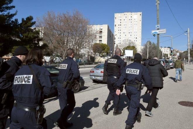 Des policiers en intervention le 9 février 2015 à Marseille
