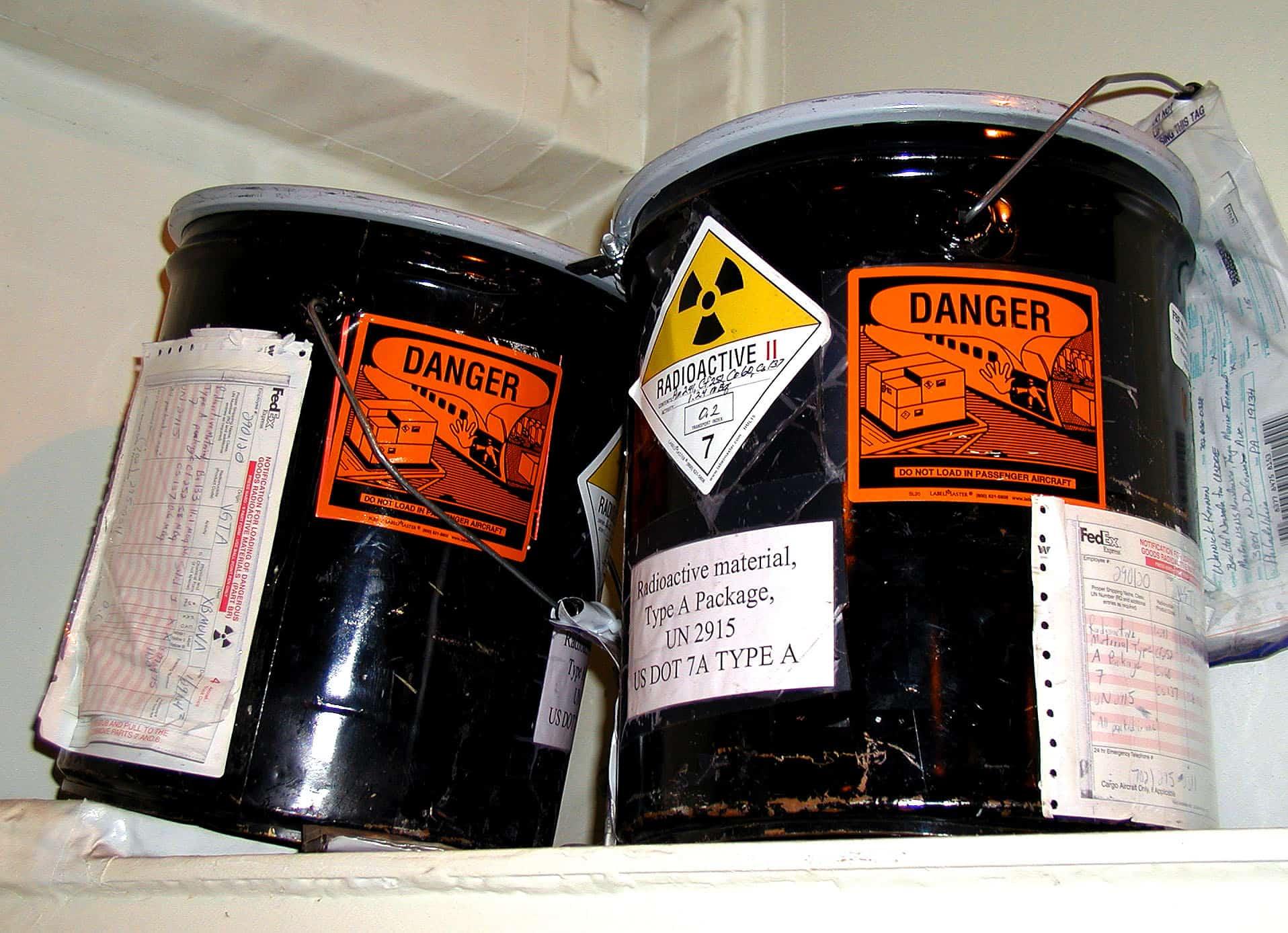 Des bidons de transport de substances radioactives (illustration)