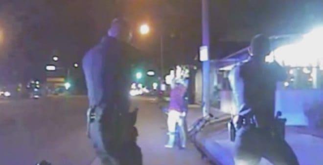 Policiers américains de Gardena allant abattre un homme désarmé