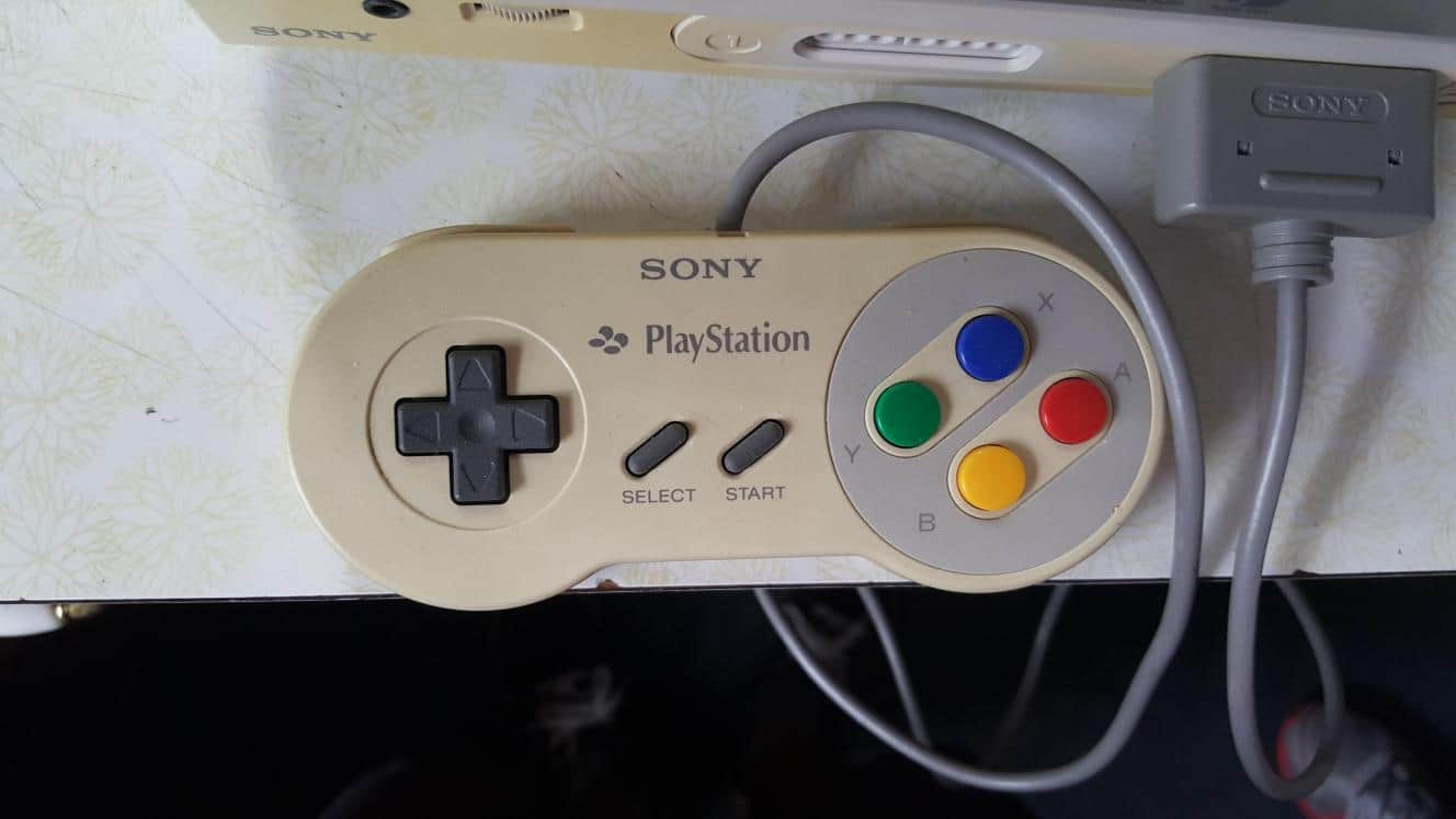 Manette du possible prototype de l'union Sony / Nintendo