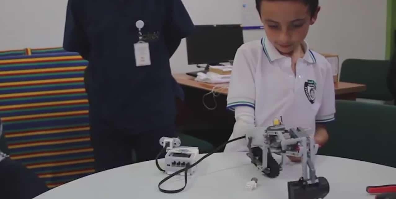 IKO, prothèse compatible avec des pièces de LEGO