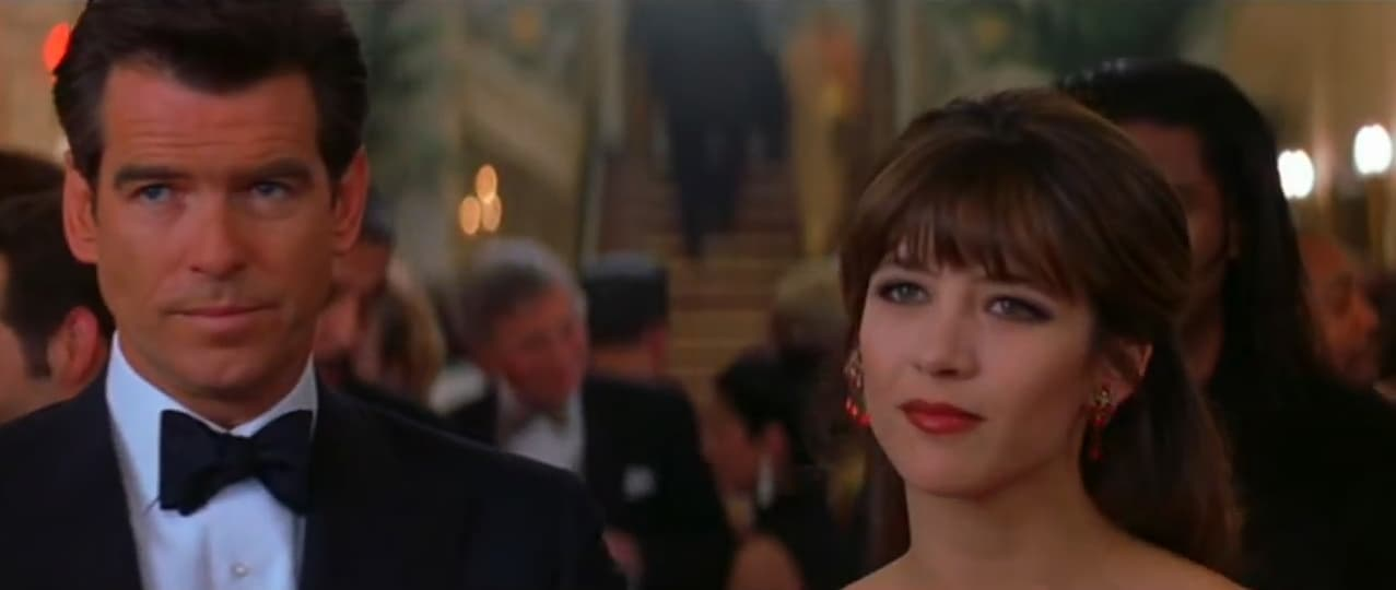 """Pierce Brosnan et Sophie Marceau dans """"Le monde ne suffit pas"""""""