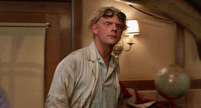 Christopher Lloyd dans le rôle de Doc Brown dans Retour Vers le Futur.