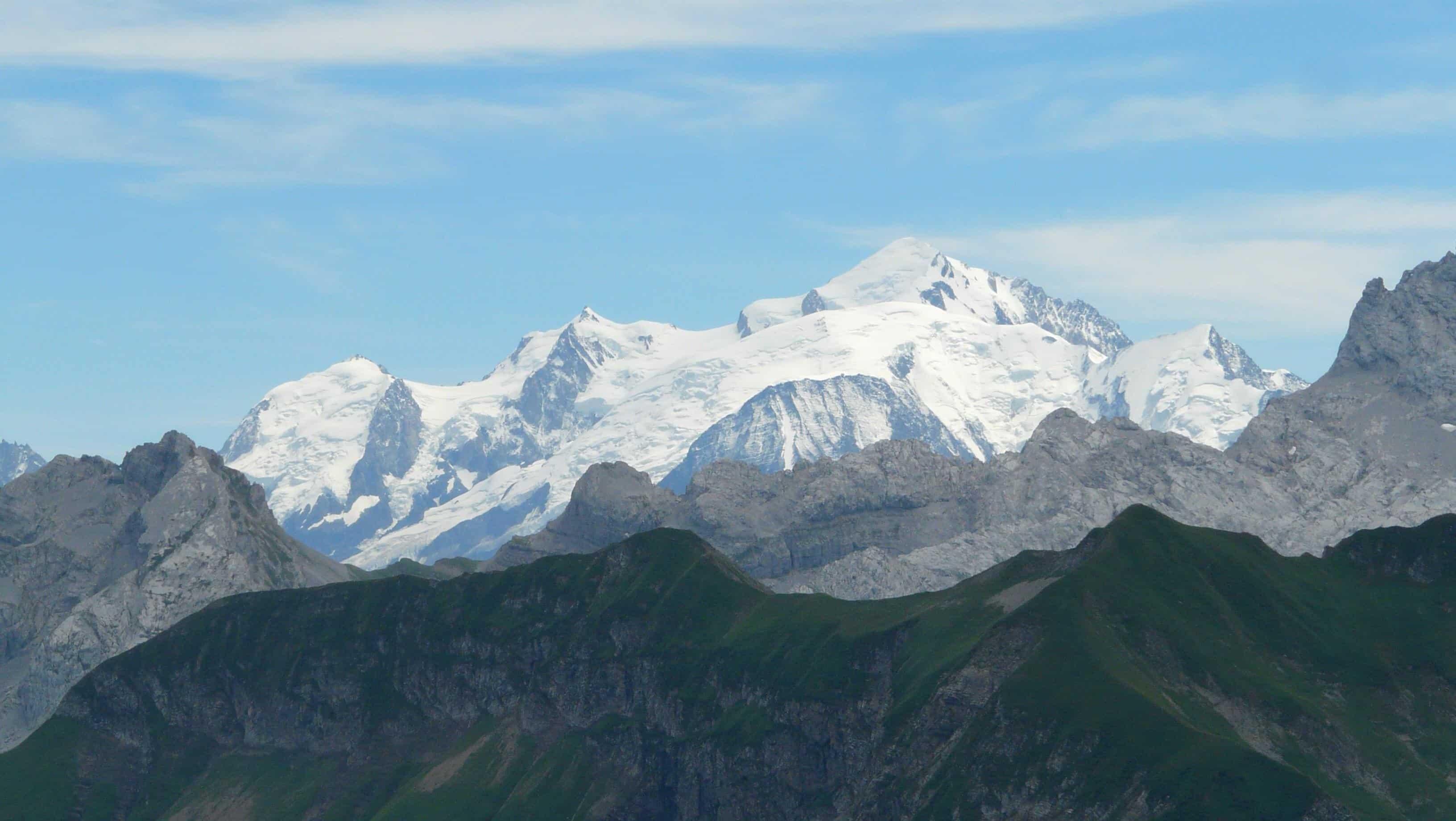 le mont blanc a perdu pr 232 s de deux m 232 tres