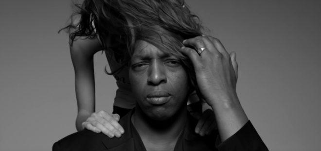 "Oxmo Puccino dans son clip ""Slow Life"""
