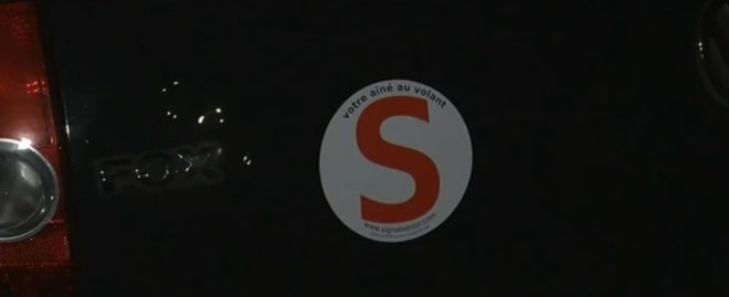 """Macaron """"S"""" pour les automobilistes seniors"""