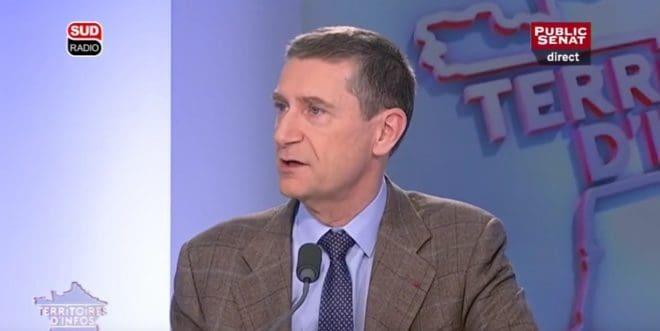 """Frédéric Péchenard le 25 mars 2016 sur le plateau de l'émission """"Territoires d'infos"""""""
