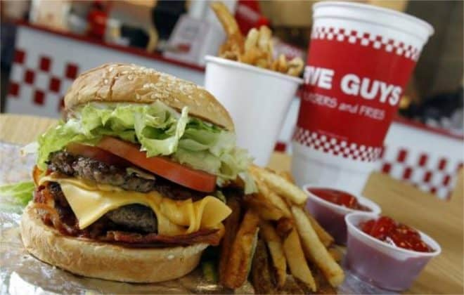 Un hamburger Five Guys