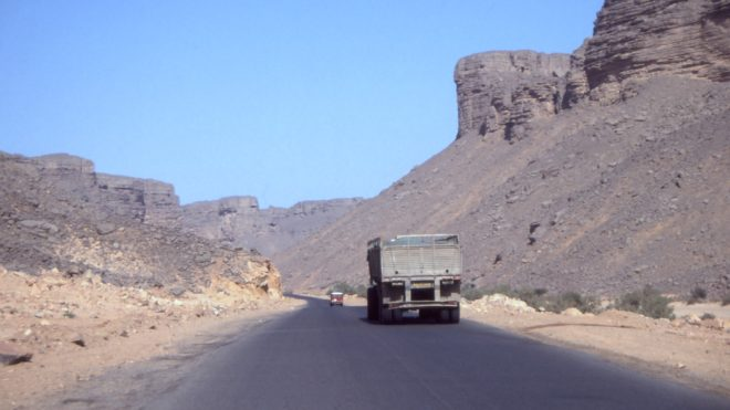 Une route nationale en Algérie