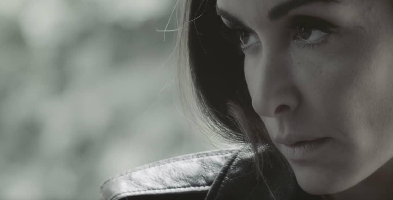 """Jenifer dans son clip """"Paradis Secret"""""""