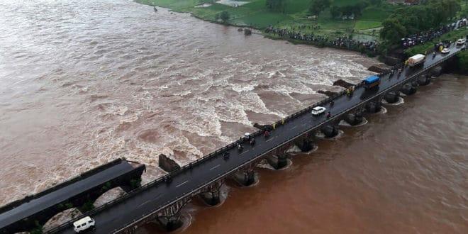 Le pont détuit par les eaux