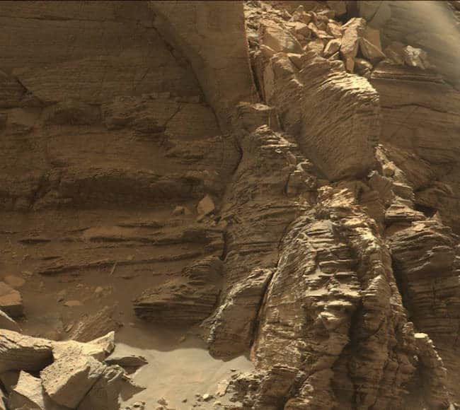 Une photo du relief martien prise par Curiosity.
