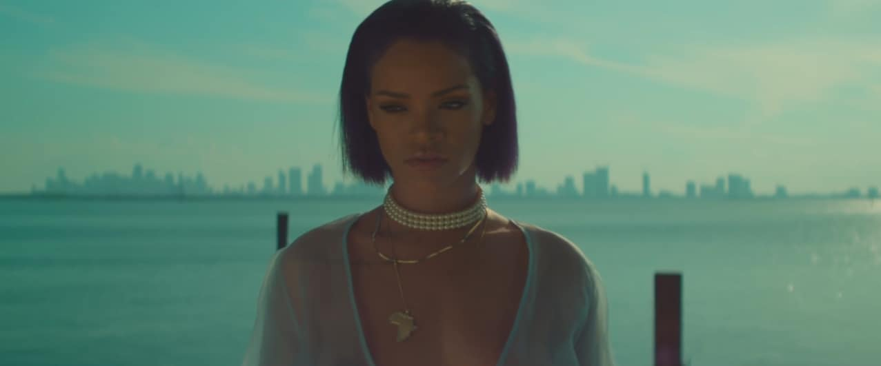 "Rihanna dans son clip ""Needed Me"""
