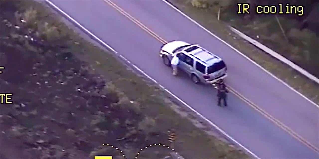 Terence Crutcher à côté de sa voiture juste avant d'être abattu