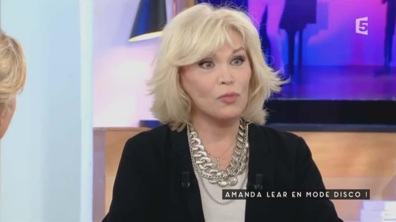 Alyssa Milano, ruinée, attaque son ancien manager en justice