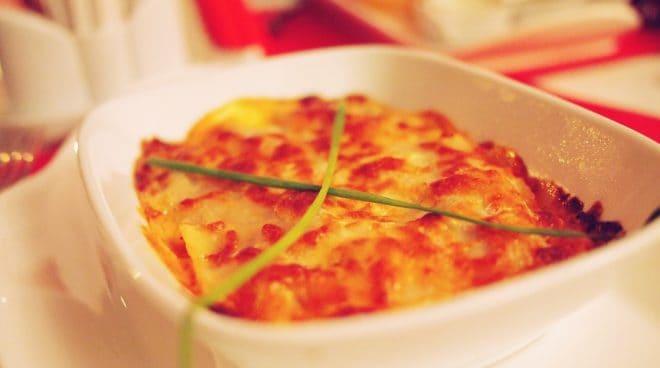 Photo d'illustration. Un plat de lasagnes.