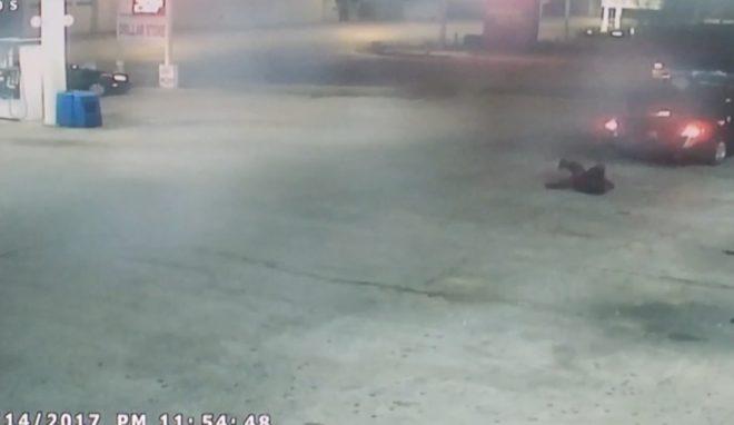 Femme s'échappant du coffre de la voiture de son kidnappeur