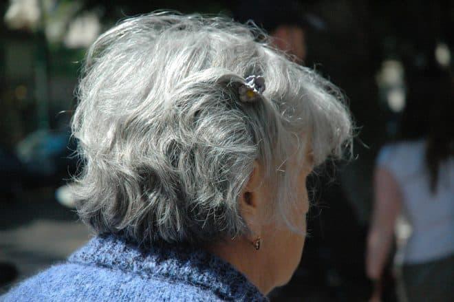 Un signe avant-coureur de maladie cardiaque chez l'homme — Cheveux gris