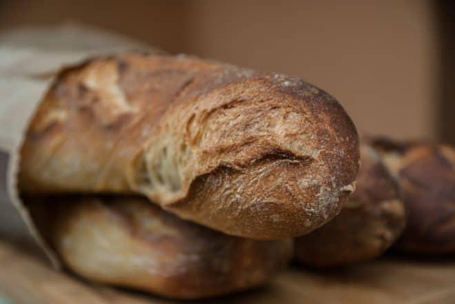 Illustration. une baguette de pain.