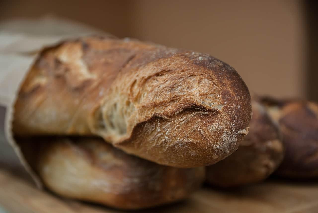 Une boulangerie présente ses excuses pour une poubelle remplie à ras bord de morceaux de pain