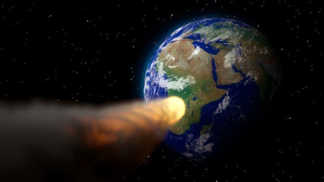 Un astéroïde avant impact terrestre. Vue d'artiste.