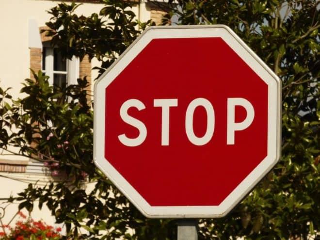 """Panneau de signalisation """"Stop"""""""