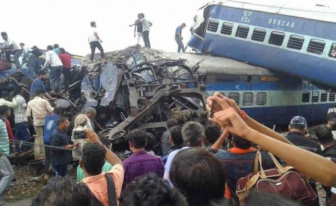 Un train déraille à Muzaffarnagar (Inde) et fait 23 morts et 64 blesses