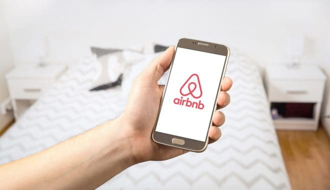 Photo d'illustration. L'application mobile Airbnb.