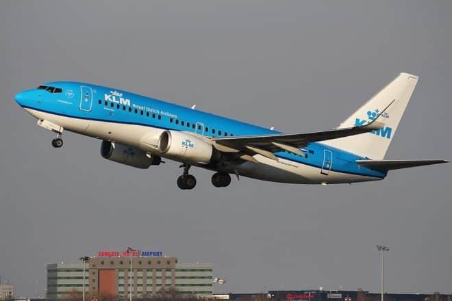 Un bout d'aile de Boeing tombe sur une voiture — Japon