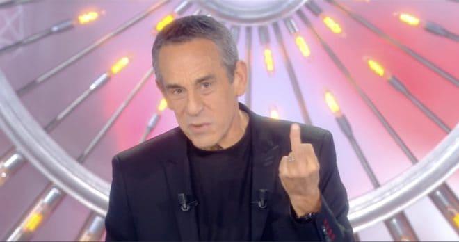 Le doigt d'honneur de Thierry Ardisson le 18 novembre 2017.