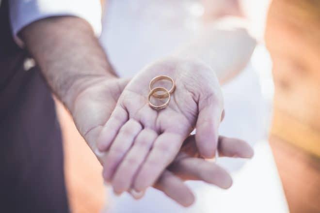Illustration. Des alliances de mariage.