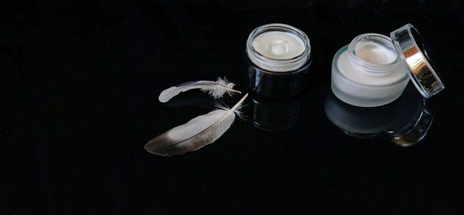 Crèmes pour la peau. Image d'illustration.