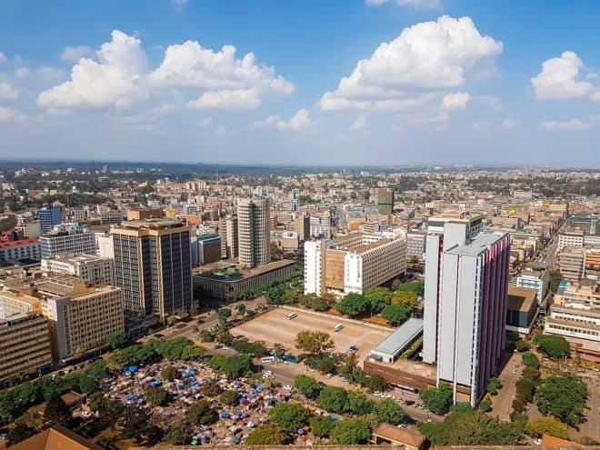 Vue aérienne d'une ville du Kenya. Image d'illustration.