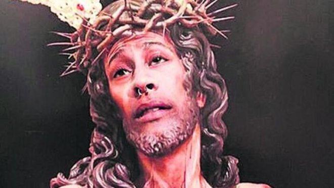 Le visage de la représentation du Christ remplacé par celui de l'internaute condamné.
