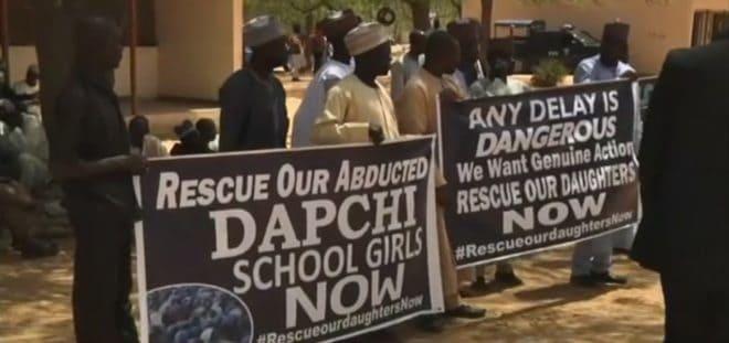 Une manifestation appelant a la libération de lycéennes a Dapchi, au Nigeria