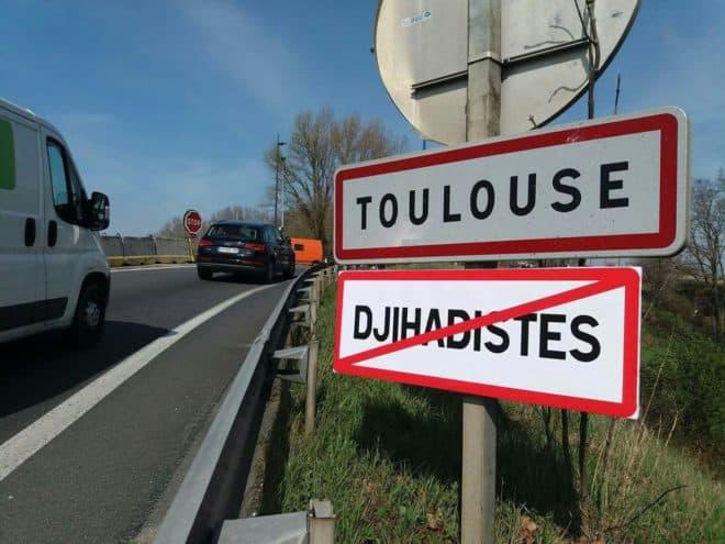 L'un des panneaux installés à l'entrée de Toulouse