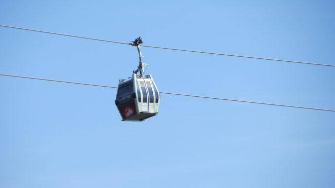 Illustration. Une télécabine de station de ski.