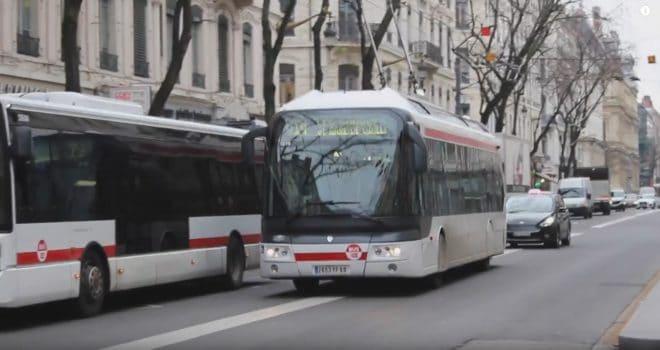 Des véhicules des TCL, Transports en Commun Lyonnais. Image d'illustration.