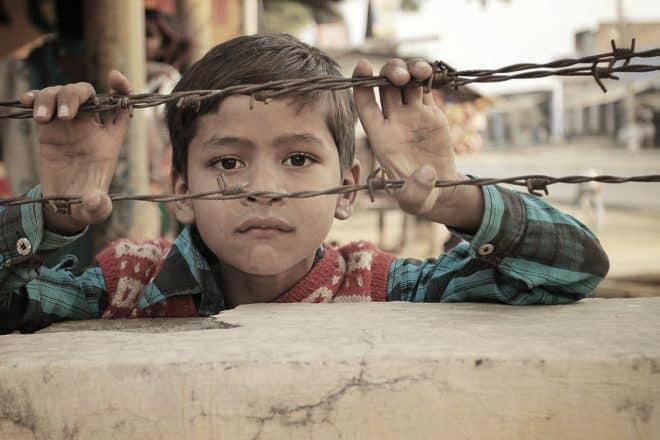 Enfant indien. Image d'illustration.