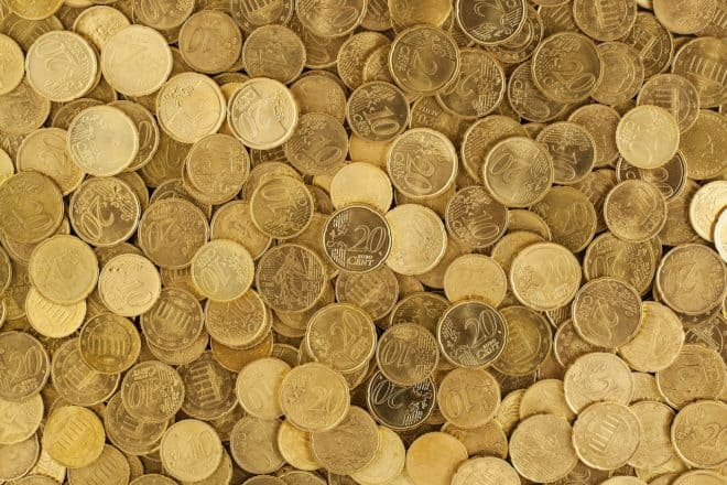 Des pièces jaunes (euros). Image d'illustration.