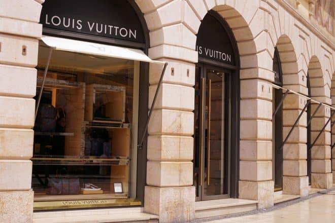 Un magasin Louis Vuitton. Image d'illustration.