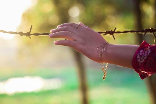 La main d'une femme. Image d'illustration.